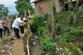 Deddy Mizwar Kunjungi Rumah Penerima Bantuan Rutilahu