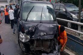Nahas, Kehilangan Kendali, Corolla menabrak Grand Max di Tol Cipali, Lima Orang Meninggal Dunia