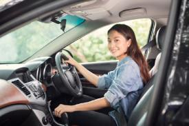 Tips Aman Mengendarai Mobil Bagi Pemula