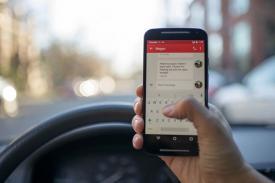 Ini Alasan Mengapa Melihat Smartphone di Mobil Sebabkan Pusing dan Mual