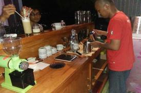 Tamong Coffee, Kedai Kopi Nusantara, Yang Taat Bersodakoh
