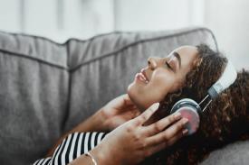 Mendengarkan Musik Dapat Memberikan Manfaat Bagi Kesehatan