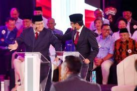 Prabowo Sandi Tunjukkan Kekompakan dan  Kemesraan saat Debat Capres Pertama