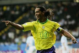 Legenda Sepakbola Dunia Ronaldinho Gantung Sepatu