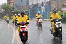 Tips Aman Berkendara Sepeda Motor Saat Musim Hujan
