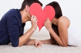 Melakukan Ciuman Bisa Menyehatkan Tubuh