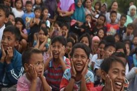 Cara Atasi Trauma pada Anak yang Terkena Korban Tsunami